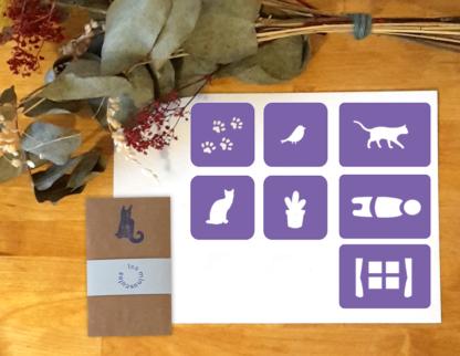 pochoirs oiseau, traces de pas, chat, cactus, bonhomme, fenêtre
